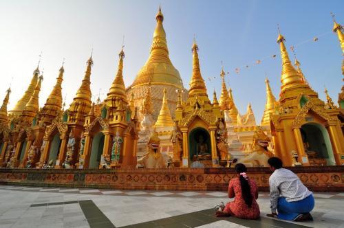 Shwedagon-Pagoda-tourist-spots-in-myanmar-3